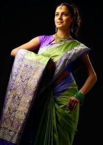 427px-Shraddha_Arya_wearing_a_Sari,_traditional_Indian_attire